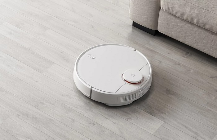Battle for cleanliness: who better to clean - a man or a robot vacuum cleaner?